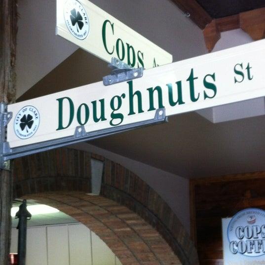 5/28/2012にAmanda P.がCops & Doughnuts Bakeryで撮った写真