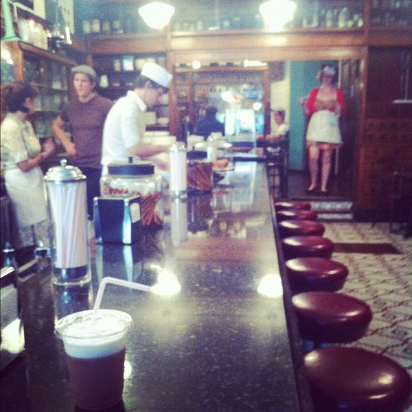 Foto scattata a Brooklyn Farmacy & Soda Fountain da Chrysanthe T. il 8/23/2012