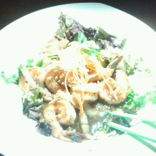 Foto scattata a More Thai da Justen W. il 5/5/2012