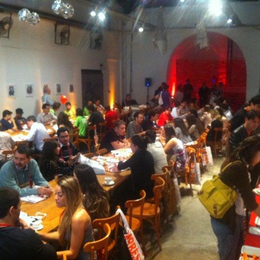 รูปภาพถ่ายที่ CentoeQuatro โดย Gabriel A. เมื่อ 5/12/2012