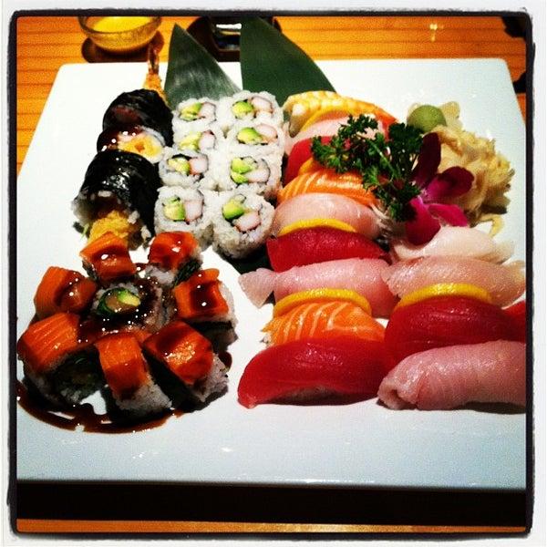 Das Foto wurde bei Mura Japanese Restaurant von Cameron D. am 4/3/2012 aufgenommen