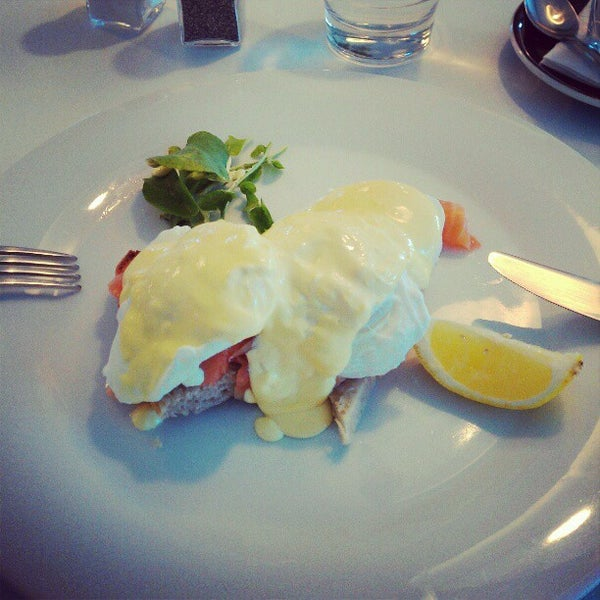 Foto tirada no(a) Tuihana Cafe. Foodstore. por Rafael F. em 4/5/2012