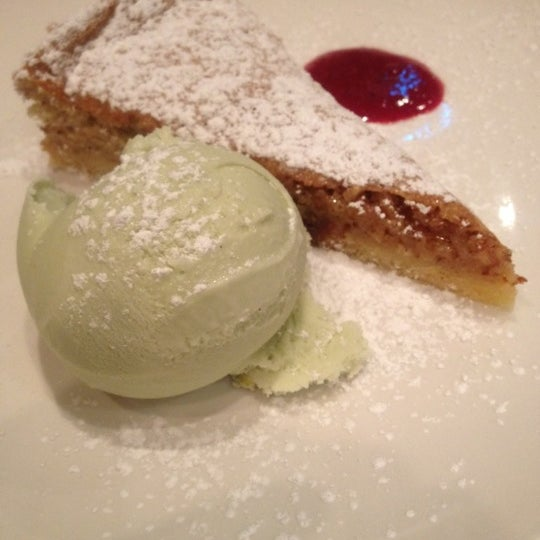 Foto diambil di Monte's Restaurant oleh Tina E. pada 2/20/2012