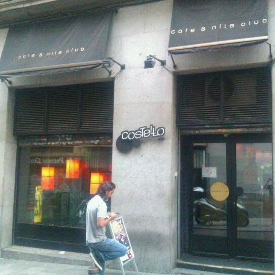 รูปภาพถ่ายที่ Costello Club โดย Marco G. เมื่อ 6/13/2012