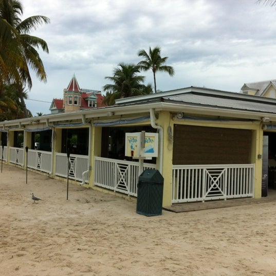 Foto tirada no(a) Southernmost Beach Cafe por Bob J. em 7/9/2012