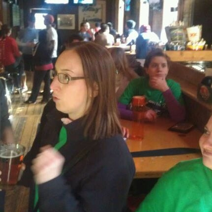 รูปภาพถ่ายที่ Lottie's Pub โดย Sam T. เมื่อ 4/22/2012