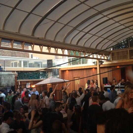 Foto tirada no(a) Hudson Terrace por Brittney em 6/16/2012