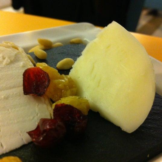 Foto scattata a Poncelet Cheese Bar da Bea R. il 4/21/2012