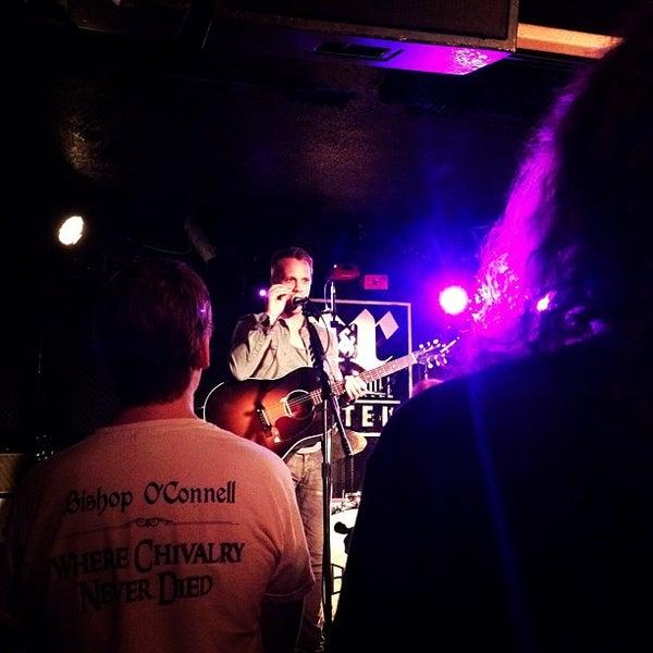 Foto tomada en Rock & Roll Hotel por Hannah C. el 3/23/2012