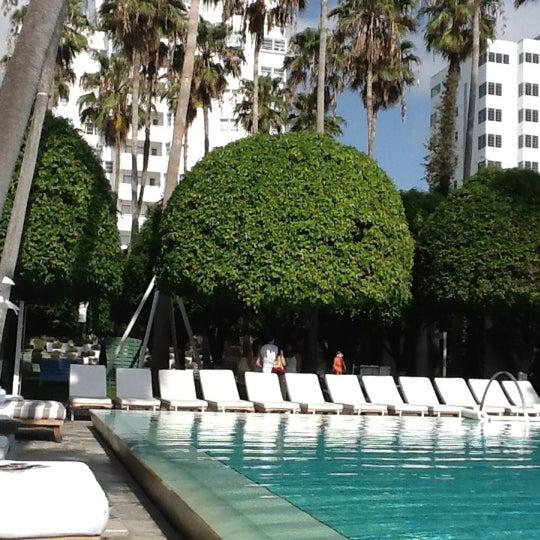 Photo prise au Delano Beach Club par Elliott D. le5/18/2012