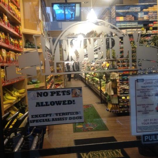 3/1/2012 tarihinde Abraham G.ziyaretçi tarafından Westerly Natural Market'de çekilen fotoğraf