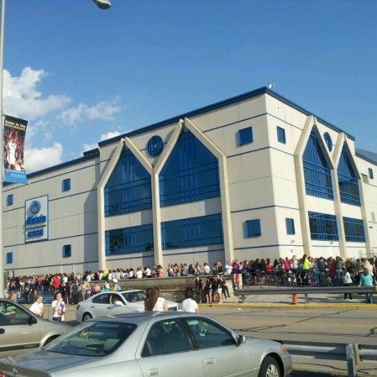 รูปภาพถ่ายที่ Allstate Arena โดย meor s. เมื่อ 6/2/2012