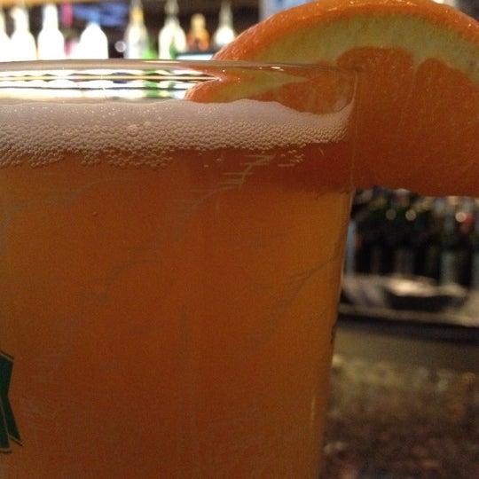 Foto tirada no(a) Huberts Sports Bar & Grill por Chris O. em 4/27/2012