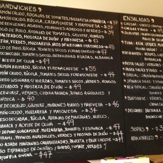 Снимок сделан в Mark's Deli & Coffee House пользователем Lucas G. 6/9/2012