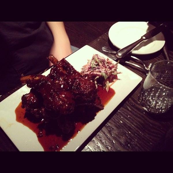 รูปภาพถ่ายที่ Oola Restaurant & Bar โดย Melody L. เมื่อ 5/1/2012