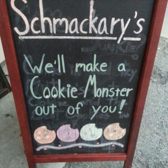 รูปภาพถ่ายที่ Schmackary's โดย Jenn S. เมื่อ 7/31/2012