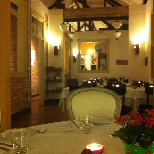 Foto tirada no(a) Zeffiro Restaurante por Sidnei P. em 2/27/2012