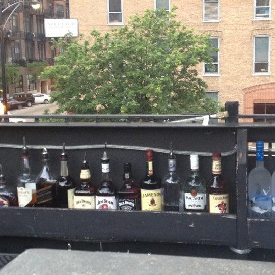 Photo prise au Citizen Bar Chicago par SHAWNA P. le5/16/2012