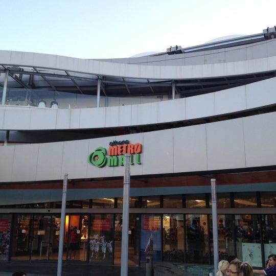 รูปภาพถ่ายที่ Athens Metro Mall โดย Spiros K. เมื่อ 7/2/2012