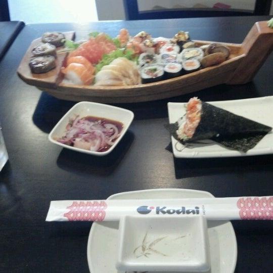 Foto tirada no(a) Kodai Sushi por Daniel M. em 8/16/2012