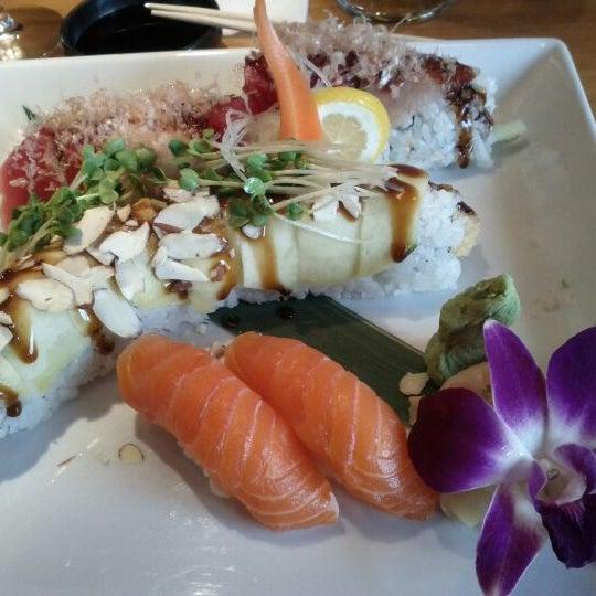 Das Foto wurde bei Mura Japanese Restaurant von George M. am 2/8/2012 aufgenommen