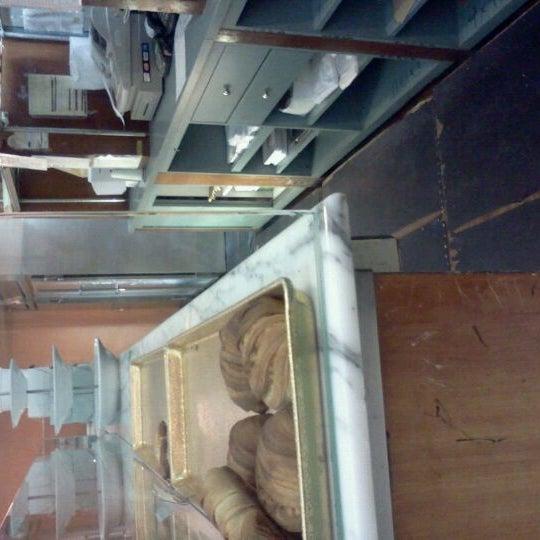 Foto diambil di Settepani Bakery oleh Mary Lourdes P. pada 2/7/2012