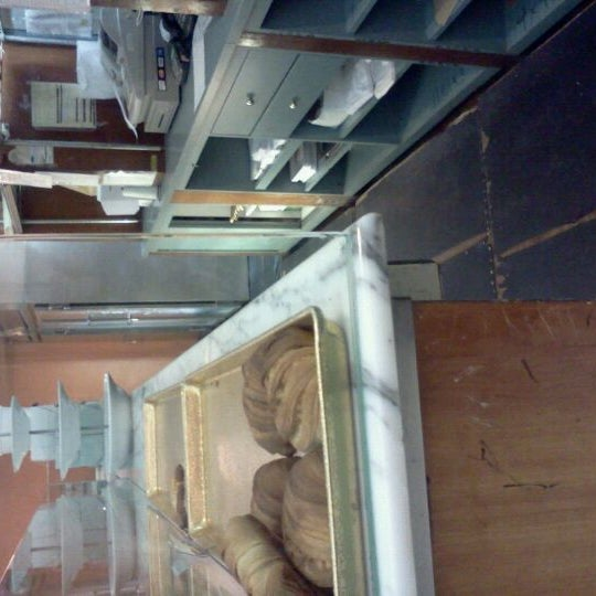 Foto tomada en Settepani Bakery por Mary Lourdes P. el 2/7/2012