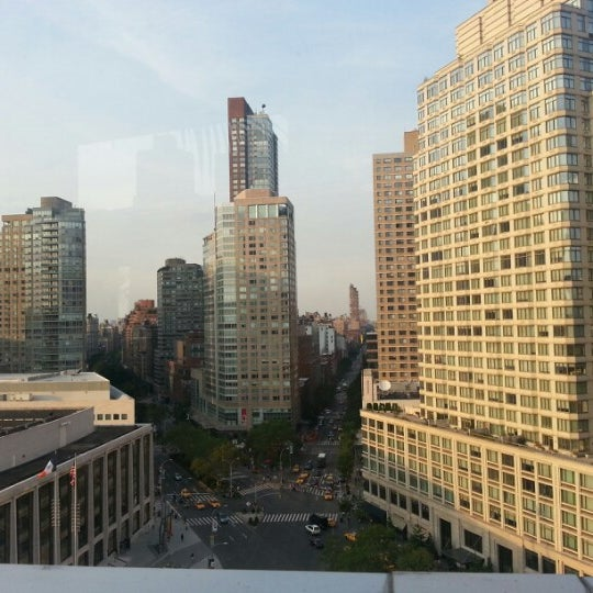Снимок сделан в The Empire Hotel Rooftop пользователем Jessica L. 8/24/2012