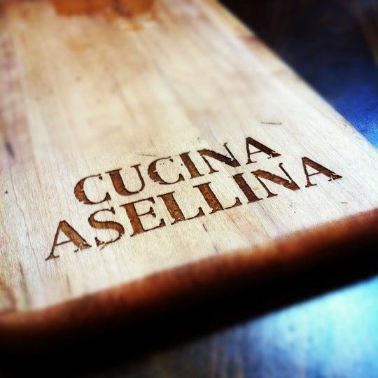 Foto tirada no(a) Cucina Asellina por Shelbi em 6/3/2012