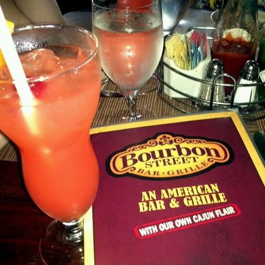 Foto tirada no(a) Bourbon Street Bar & Grille por David B. em 9/1/2012