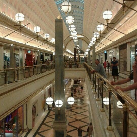 Foto tomada en Centro Comercial Gran Vía 2 por Dorka M. el 8/23/2012