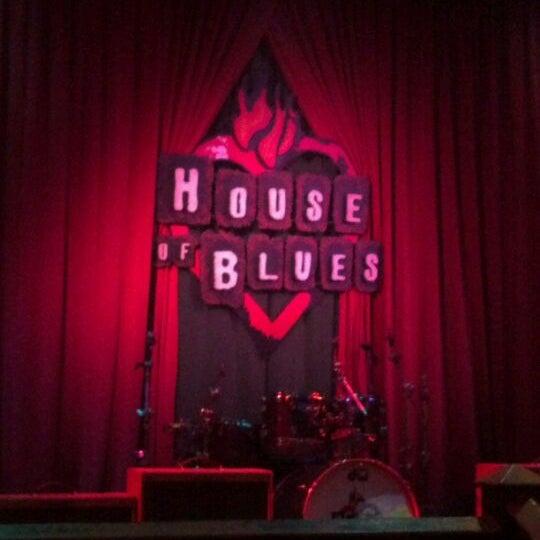 Foto diambil di House of Blues oleh Shari R. pada 4/18/2012