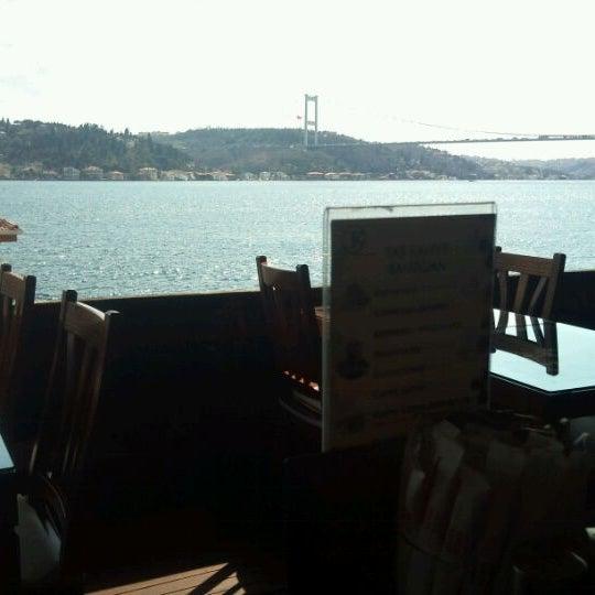 Foto tomada en Taş Kahve Cafe & Restaurant por Ferit K. el 3/27/2012