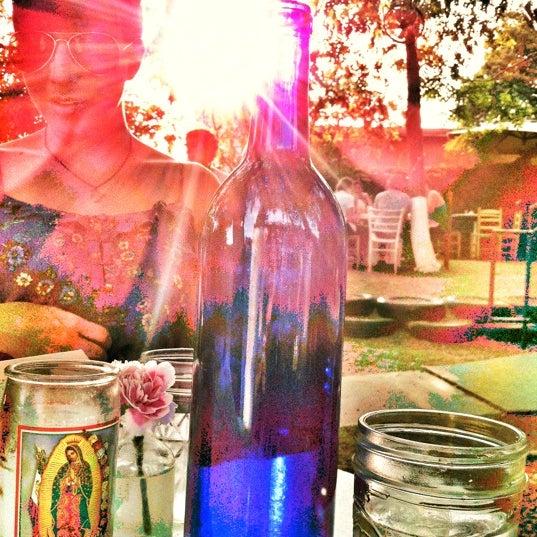 Das Foto wurde bei Papi Tino's von Kristen H. am 6/6/2012 aufgenommen