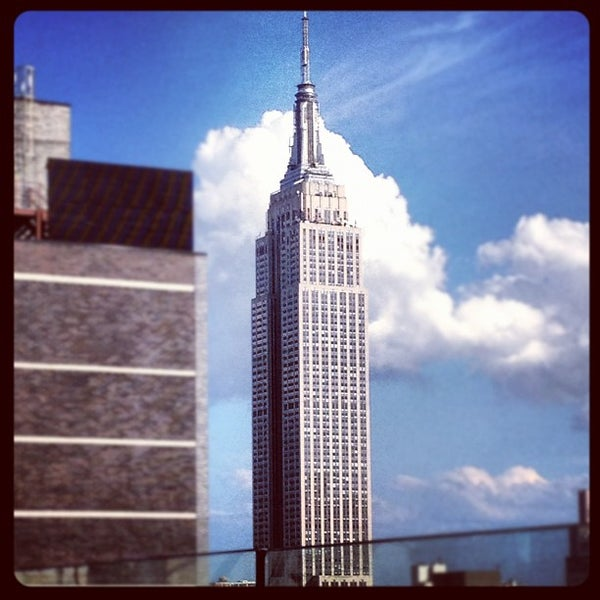 Снимок сделан в Sky Room пользователем Jonathan W. 8/12/2012