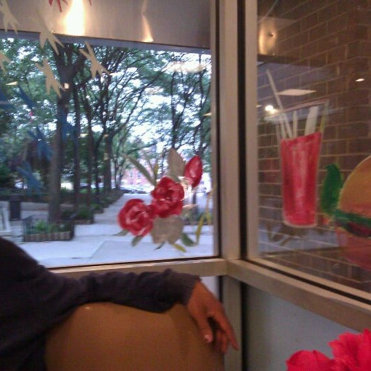 Das Foto wurde bei Squire's Diner von TRST am 6/1/2012 aufgenommen