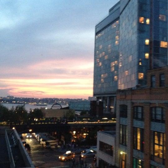 Das Foto wurde bei STK Rooftop von Christina A. am 5/24/2012 aufgenommen