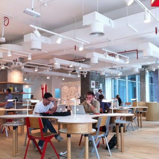รูปภาพถ่ายที่ MAKE Business Hub โดย Valencio C. เมื่อ 3/26/2012