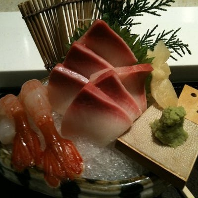 People talk about Sushi Yasuda or Nobu when it comes to Sushi. Don't get me wrong, the two places are good.But Chef Suzuki at Sushi Zen not only prepares the freshest and most beautiful omakase in NYC
