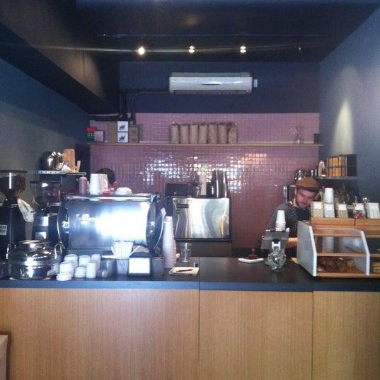 Foto tomada en Ports Coffee & Tea Co. por RenatoNYC .. el 4/10/2012
