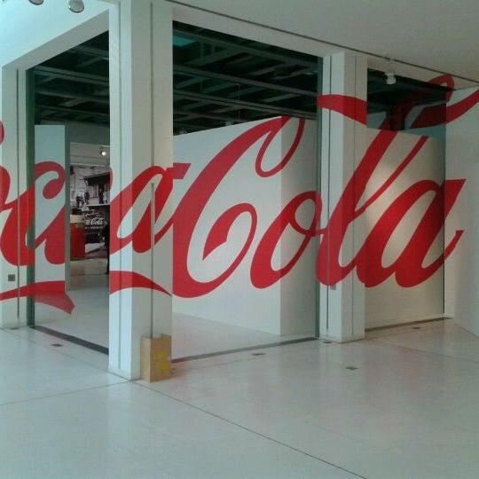 รูปภาพถ่ายที่ Design Museum Gent โดย Sophie V. เมื่อ 2/8/2012