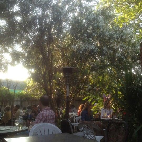 Photo prise au Bacchanal Wine par Austin L. le4/8/2012