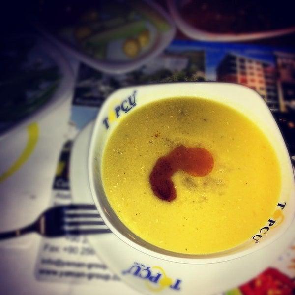 Foto tirada no(a) Topçu Restaurant por Enis K. em 8/12/2012