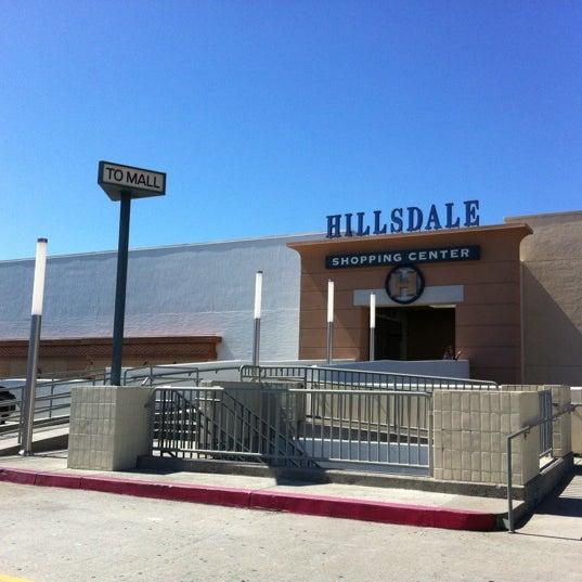 Foto tomada en Hillsdale Shopping Center por Devans00 .. el 4/14/2012