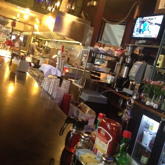 Foto scattata a Deluxe Station Diner da Kev B. il 5/16/2012