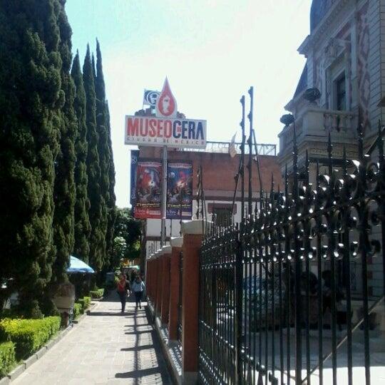 รูปภาพถ่ายที่ Museo de Cera โดย Miguel P. เมื่อ 9/2/2012