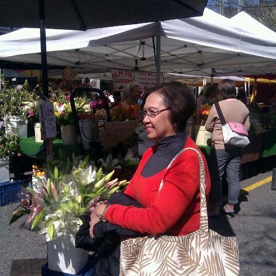 Photo prise au Ballard Farmer's Market par Carlo T. le5/6/2012