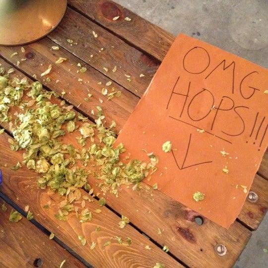 Foto scattata a Alphabet City Beer Co. da nathan a. il 6/9/2012