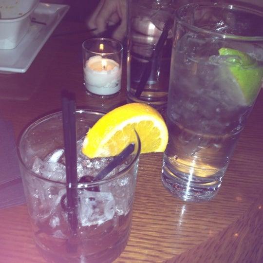 Foto diambil di The Corner Office Restaurant & Martini Bar oleh Ecase pada 4/1/2012