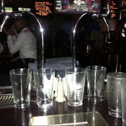 Das Foto wurde bei Redline von Jarrod C. am 8/17/2012 aufgenommen